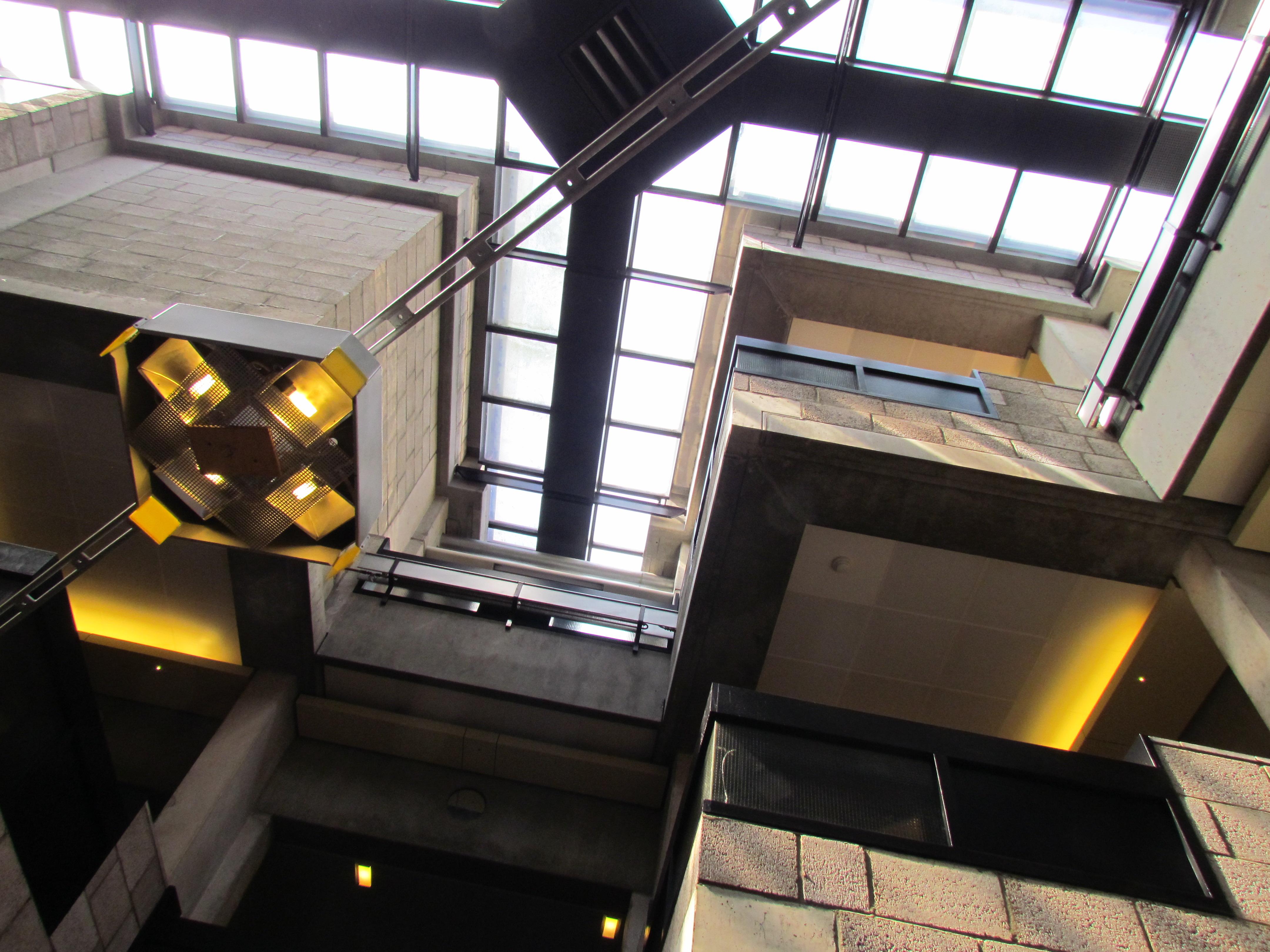 File:Centraal Beheergebouw van Herman Hertzberger, interieur (1).jpg ...