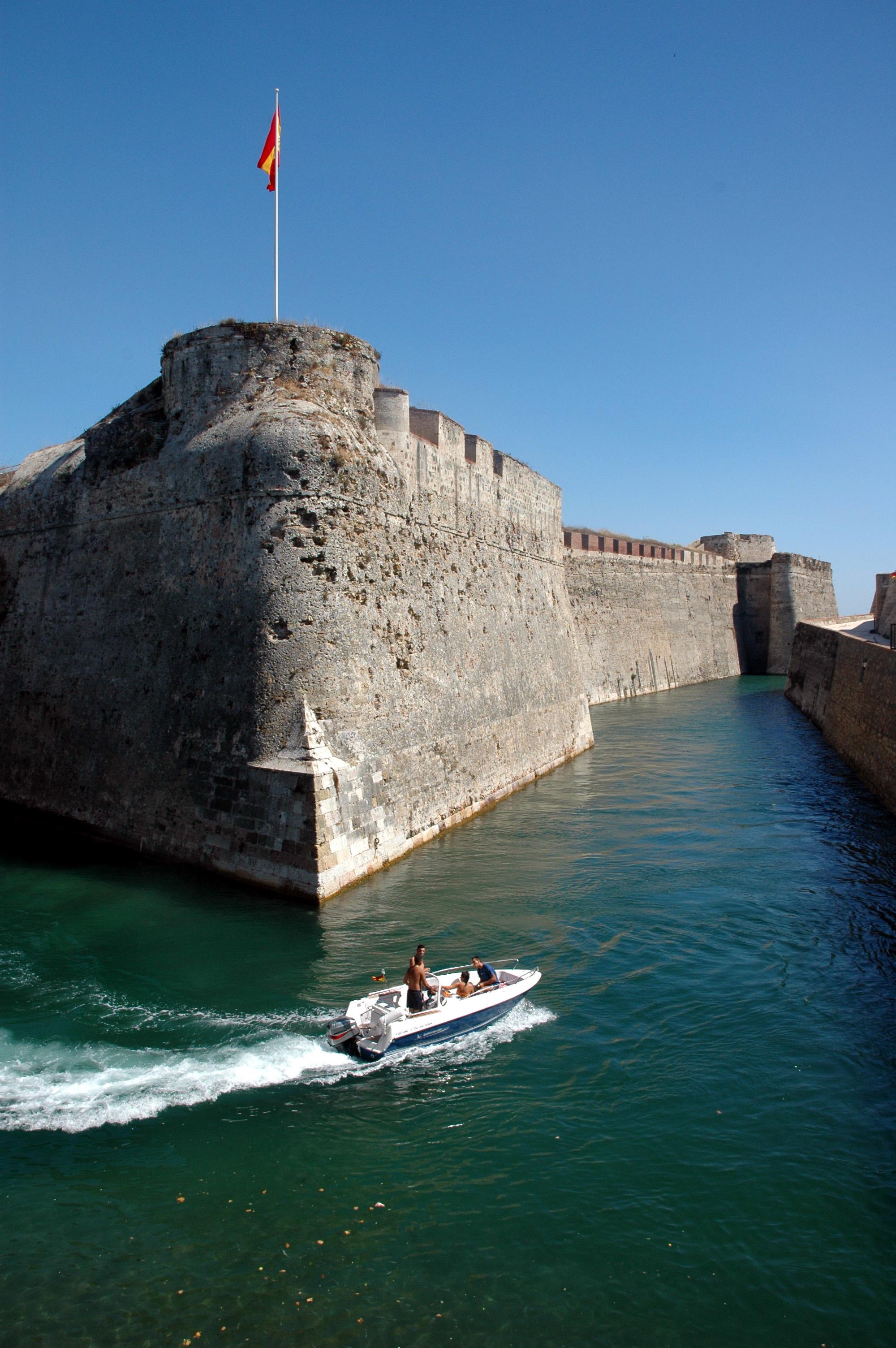 Murallas reales y foso navegable de Ceuta, uno de los atractivos de la ciudad