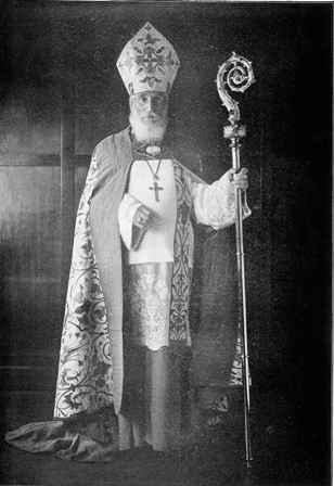 Ледбитер в епископальном облачении. Сидней (1925).