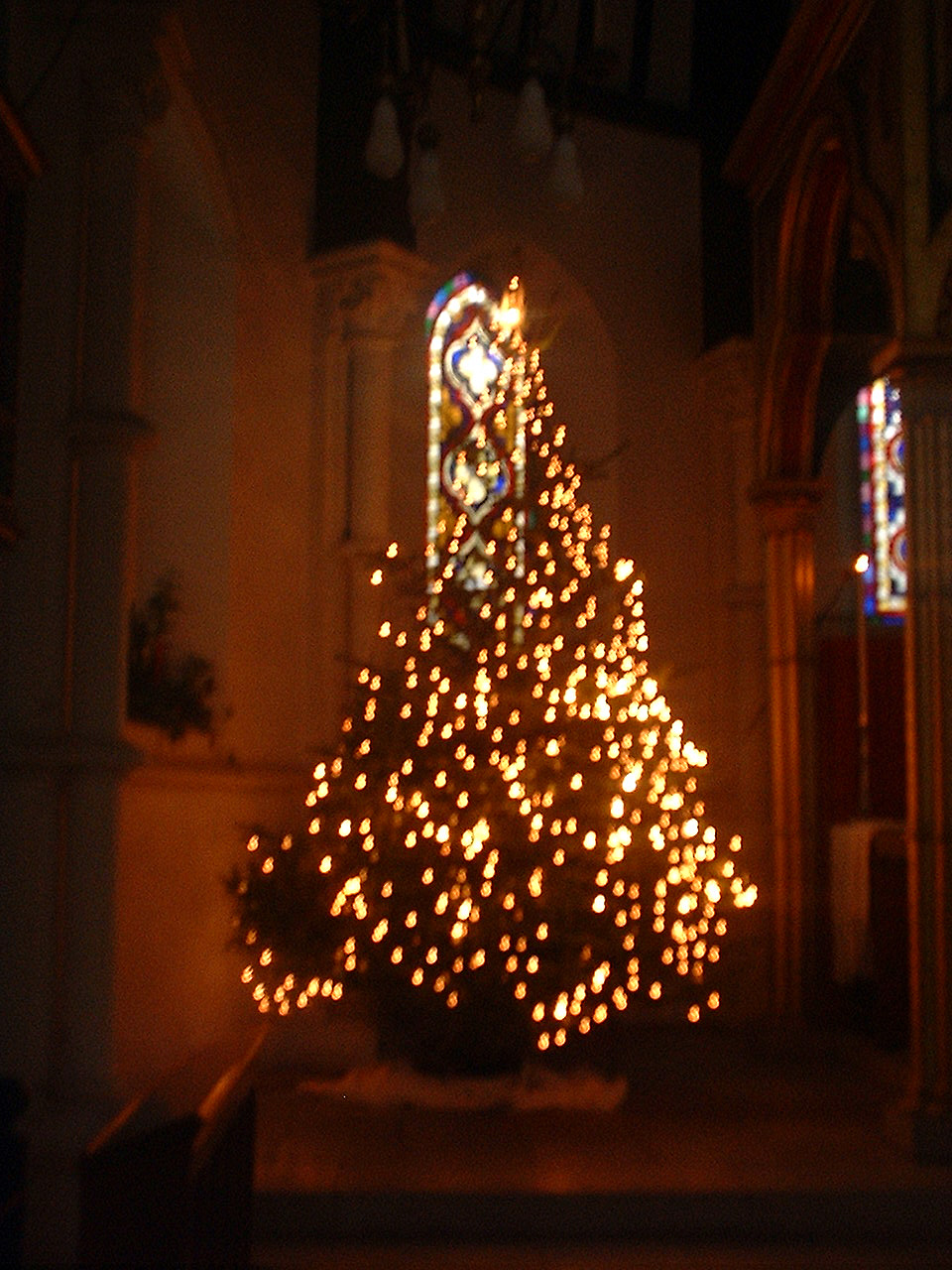 File:Christmas tree at St Johns East Dulwich in the dark, 2005.jpg ...
