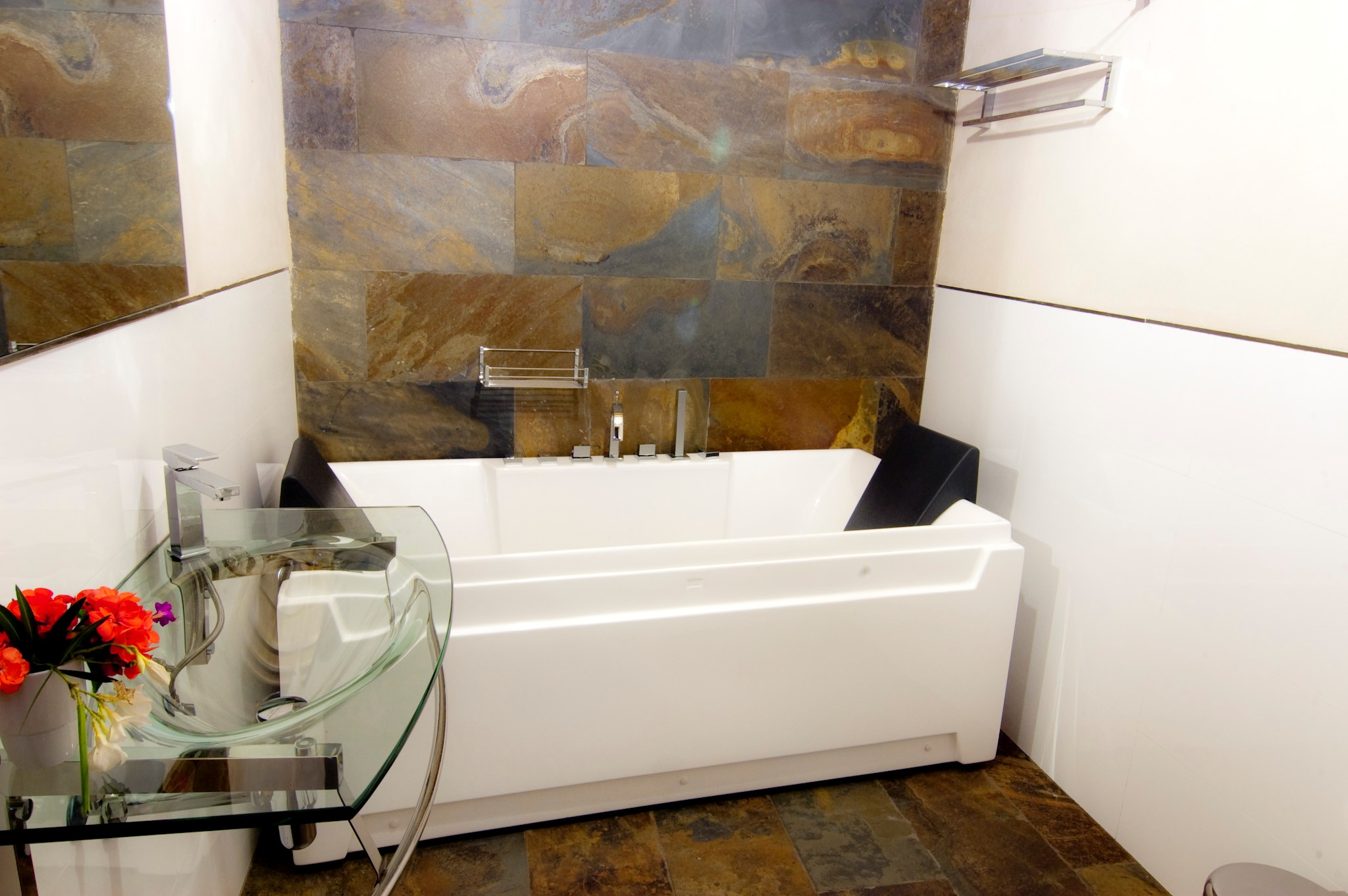 File cuarto de ba o con ba era wikimedia - Fotos cuartos de bano ...