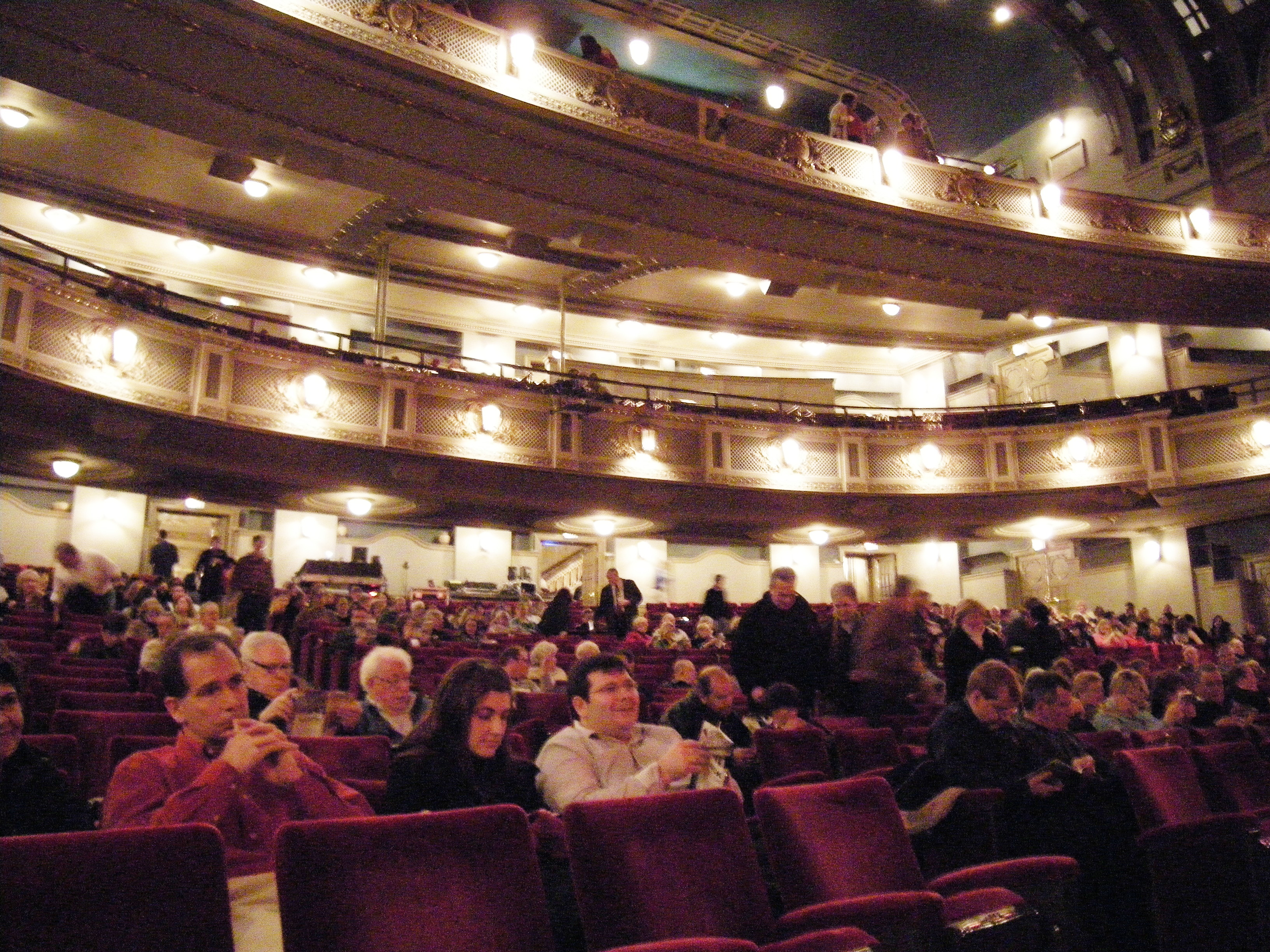 File Dallas Majestic Theatre Hall 01a Jpg Wikimedia