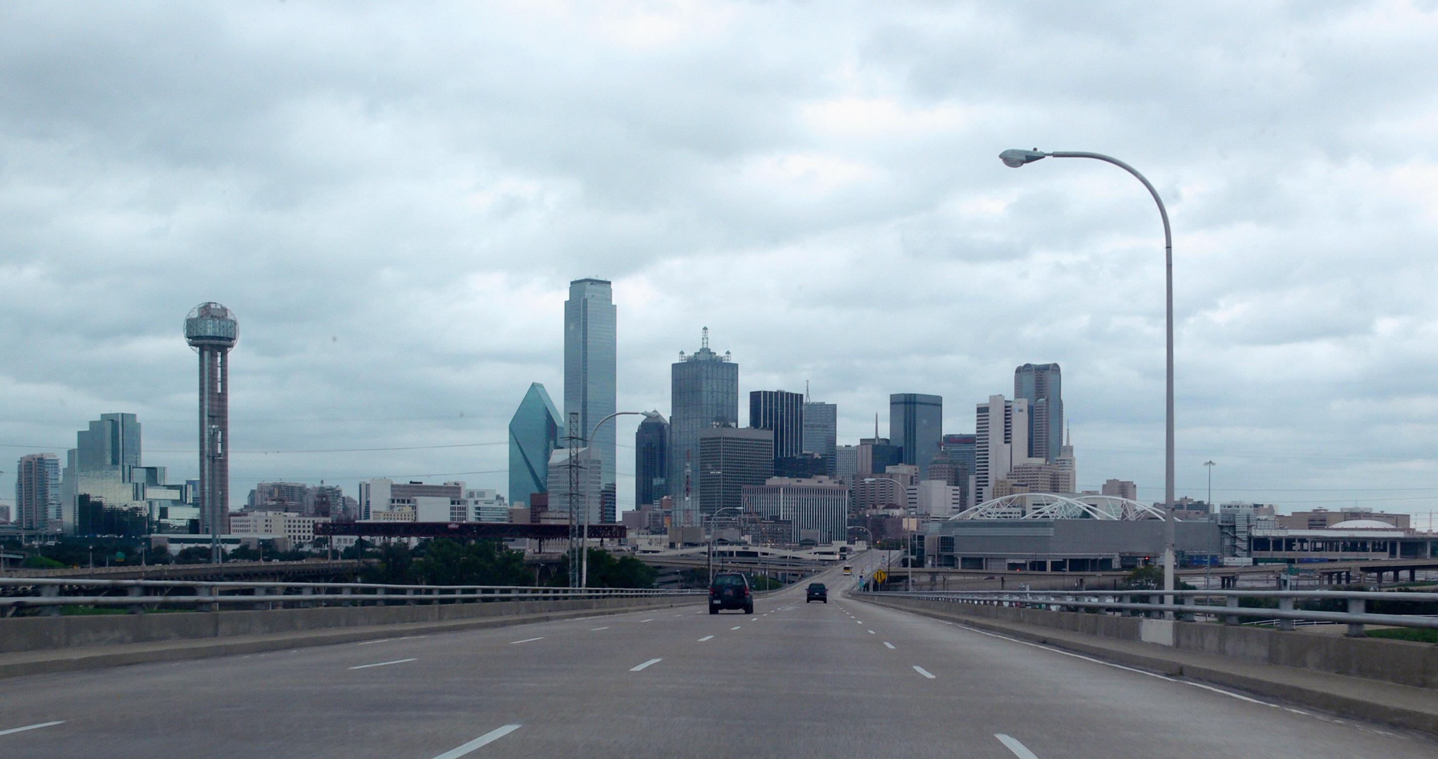 Dallas_skyline_from_Jefferson_Viaduct.jp