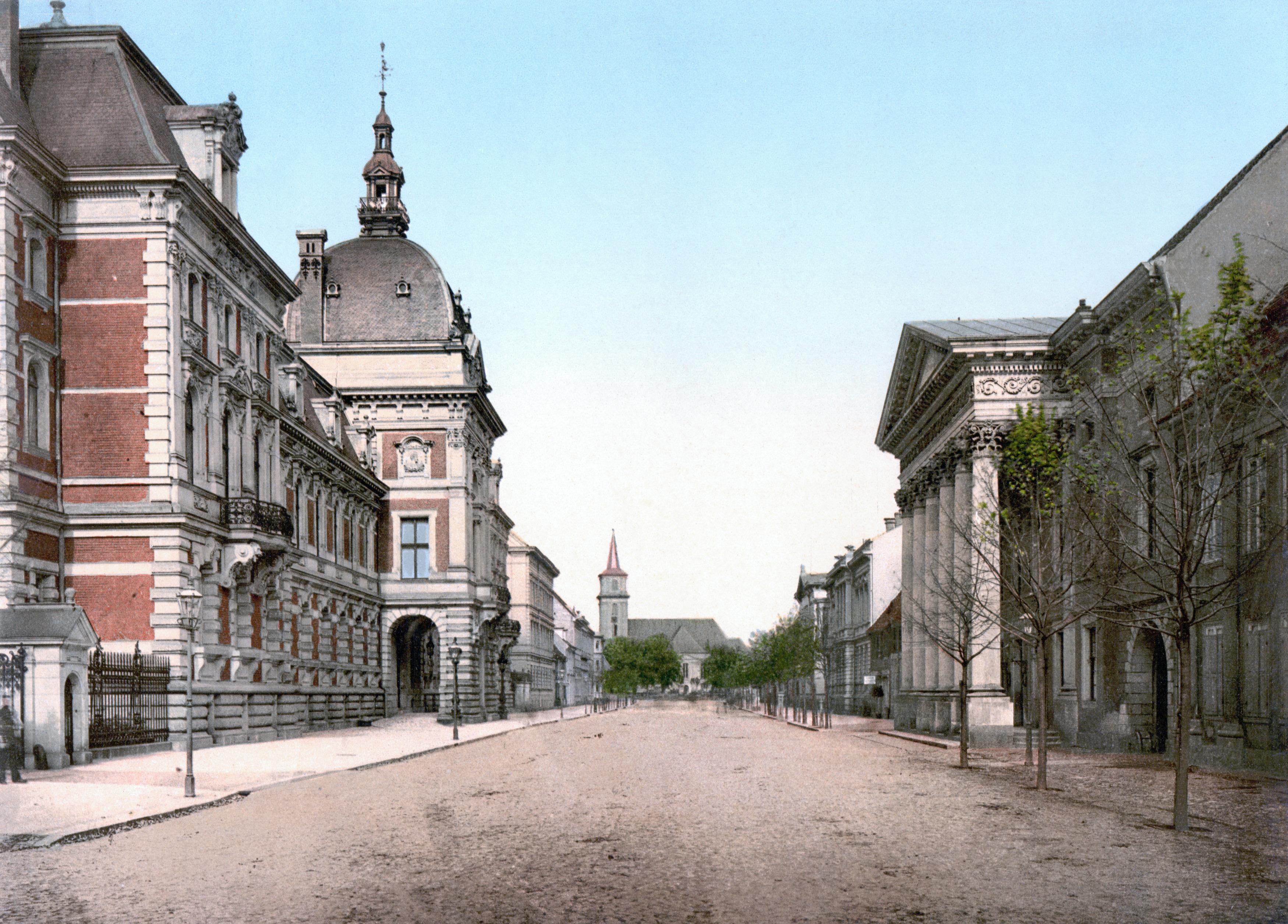 Cavalierstrasse in 1900 with the [[Erbprinzliches Palais Dessau