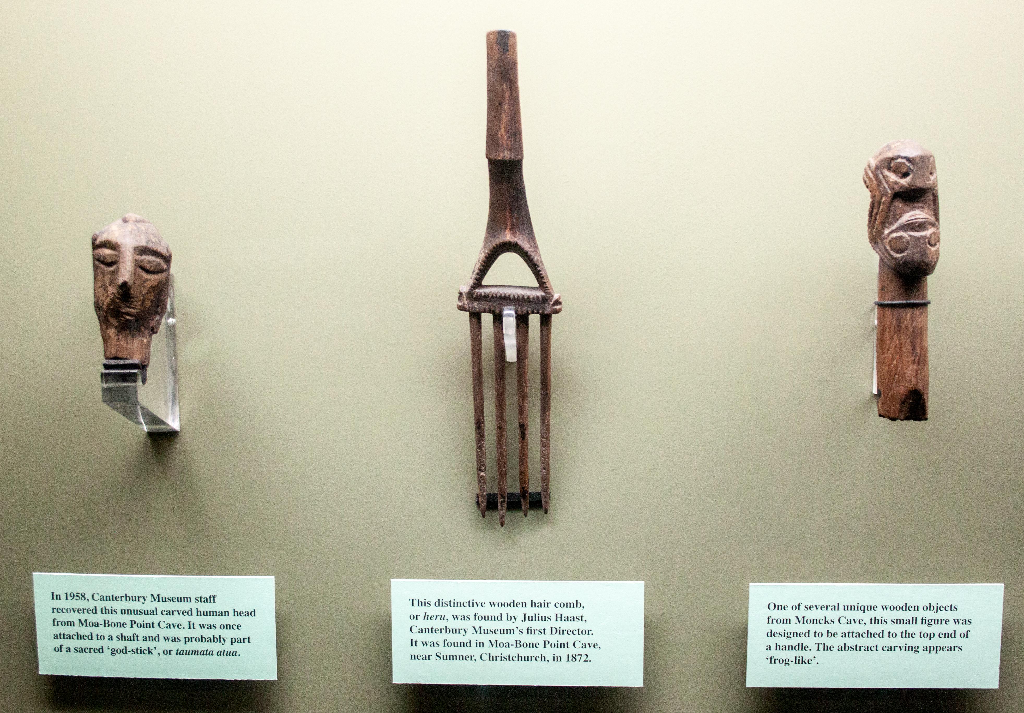 File Early Maori Wood Carvings Canterbury Museum 2016 01 27 2 Jpg Wikimedia Commons