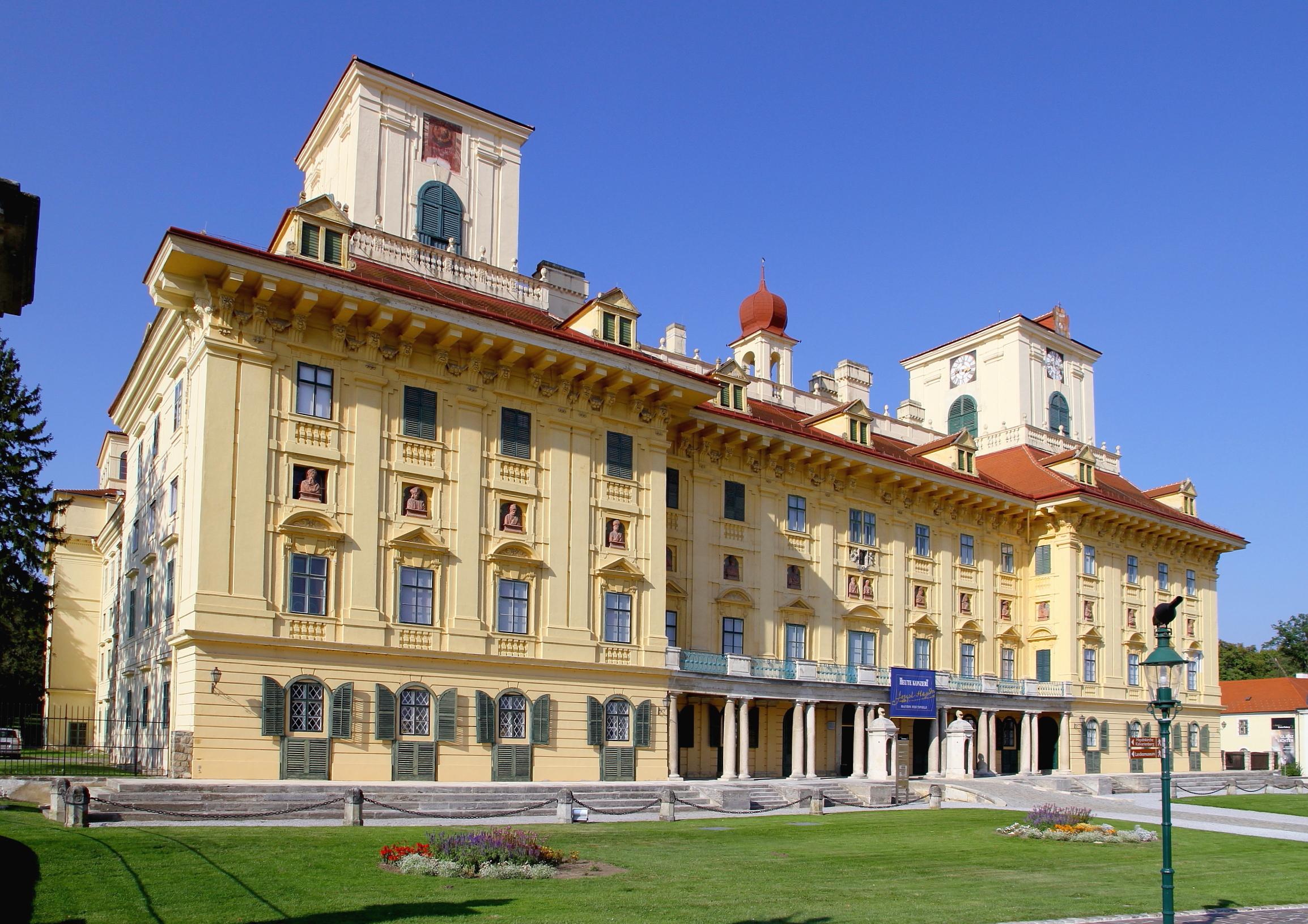 File:Eisenstadt - Schloss Esterhazy.JPG - Wikimedia Commons