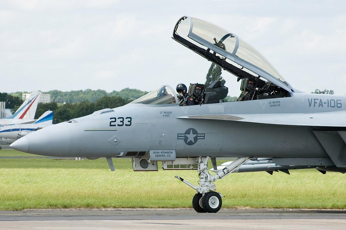 File:F-18 F Super Hornet 02.jpg