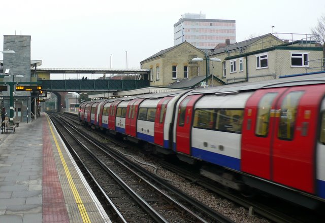 Finchley Central Tube Station - geograph.org.uk - 1101581