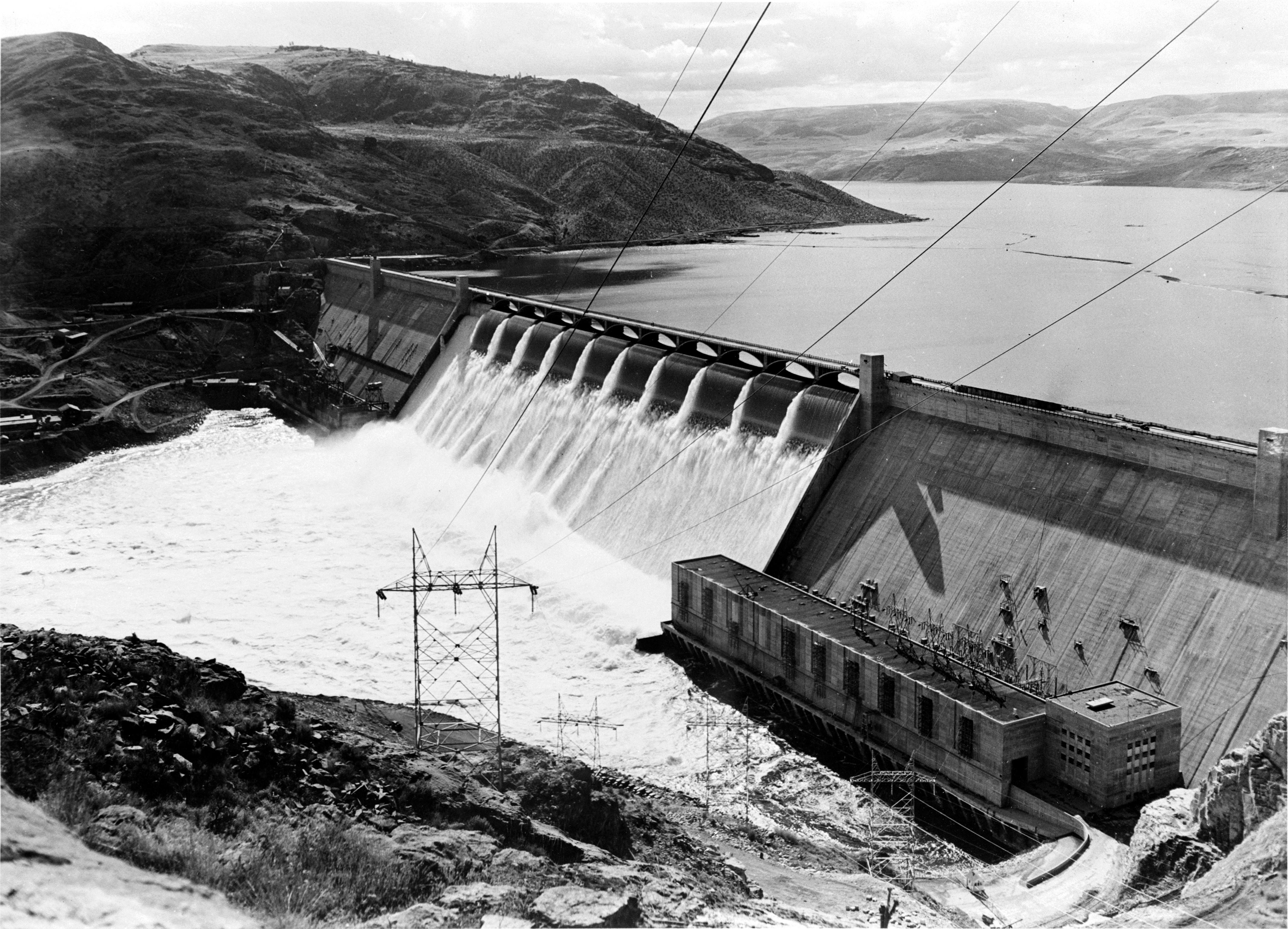 File Grand Coulee Dam No Forebay Jpg Wikimedia Commons