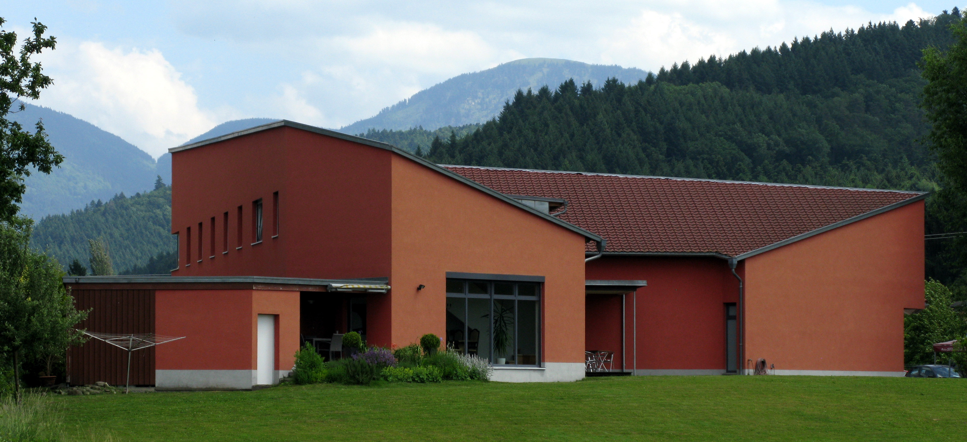 File:Haus der Modernen Kunst in Staufen-Grunern.jpg - Wikimedia Commons