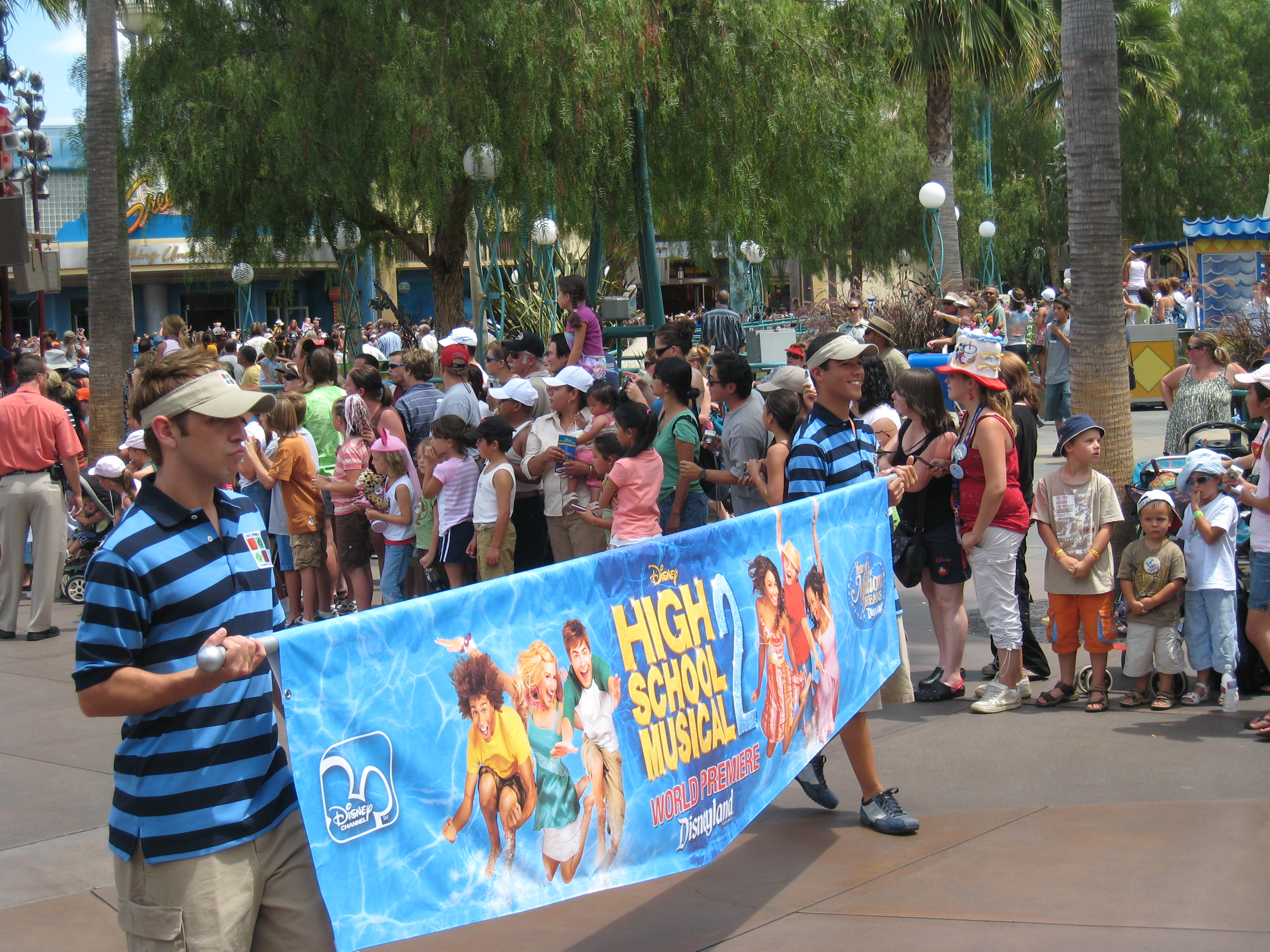 File:High School Musical 2 premier parade.JPG - Wikimedia ...