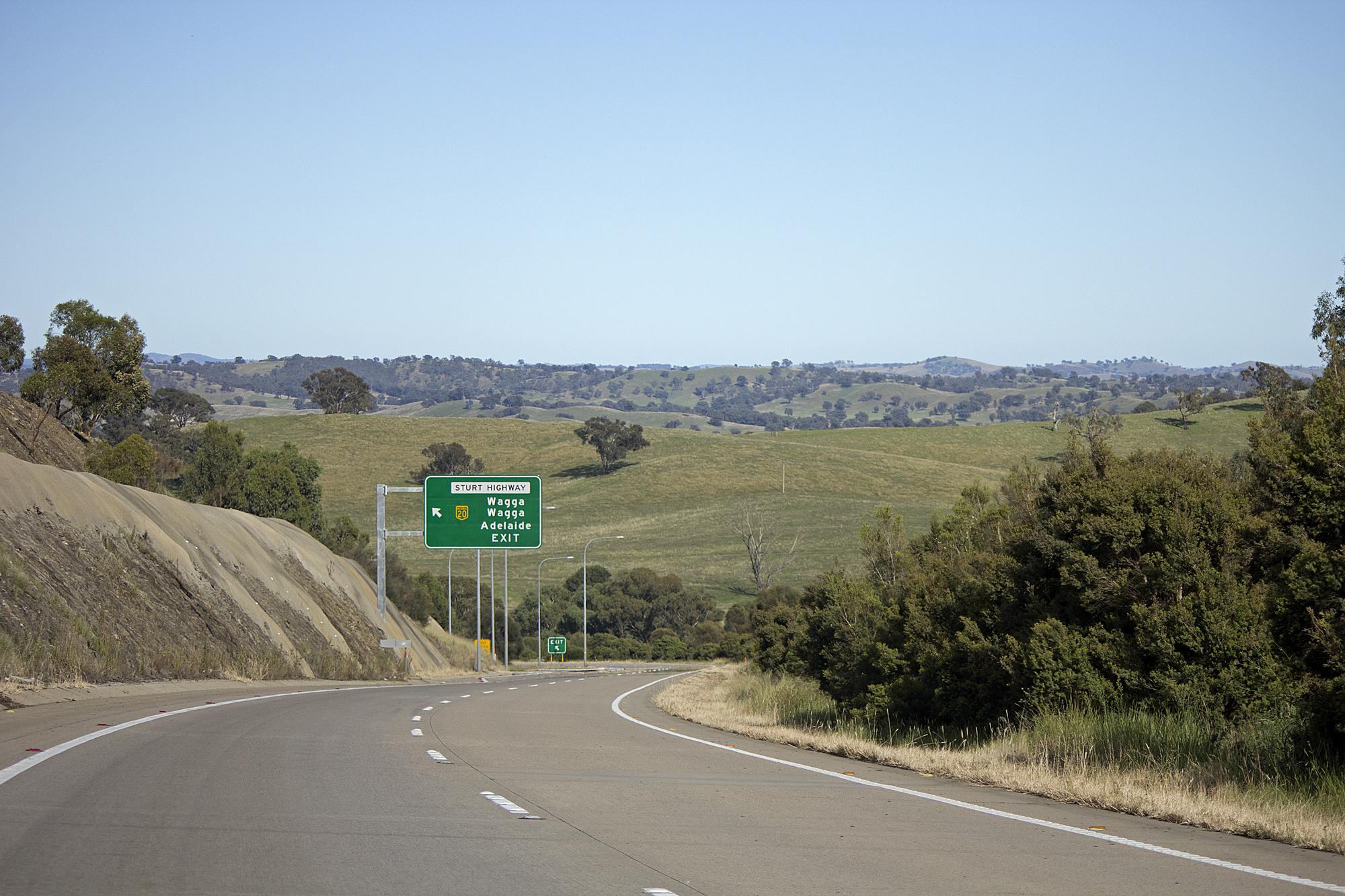 File:Hume Highway near the Sturt Highway exit (1) jpg - Wikimedia