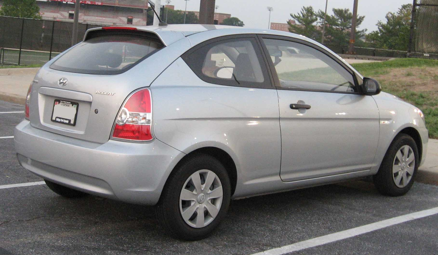 File Hyundai Accent Hatchback Rear 1 Jpg Wikimedia Commons