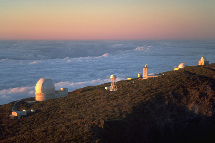 Fichier:Ing telescopes sunset la palma july 2001.jpg
