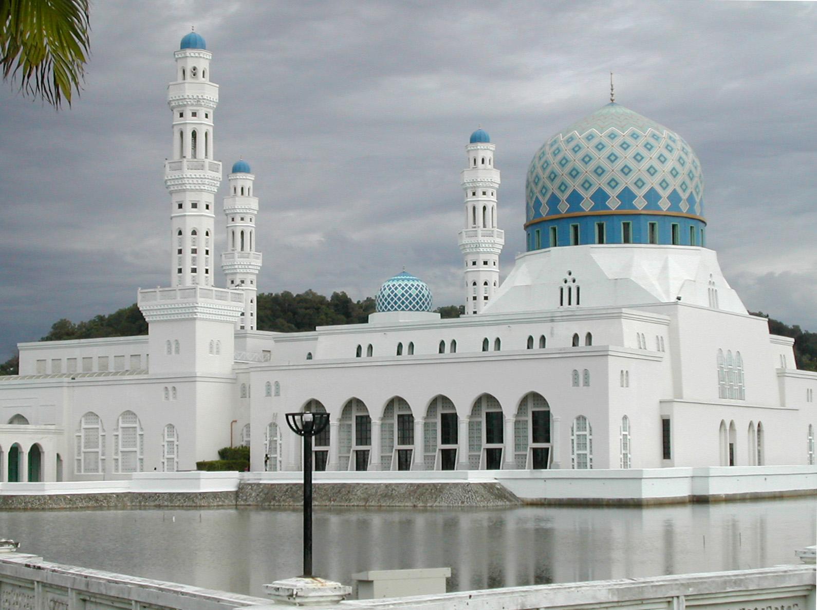 File Kota Kinabalu City Mosque 01 Jpg Wikimedia Commons