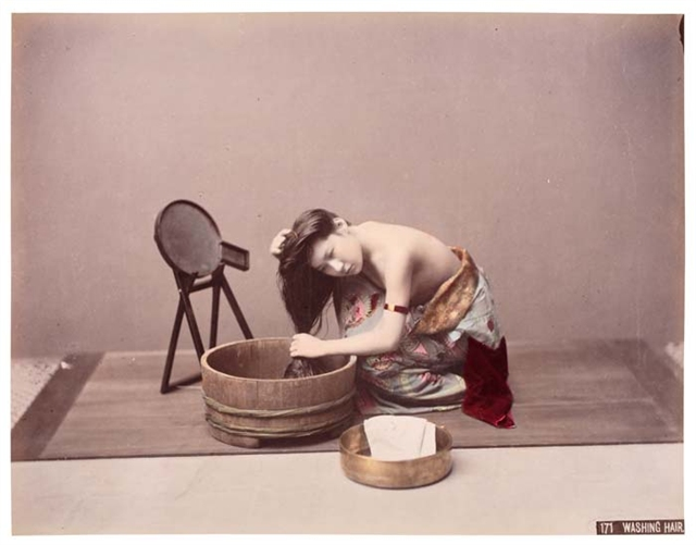 Kusakabe Kimbei - 171 Washing Hair.jpg