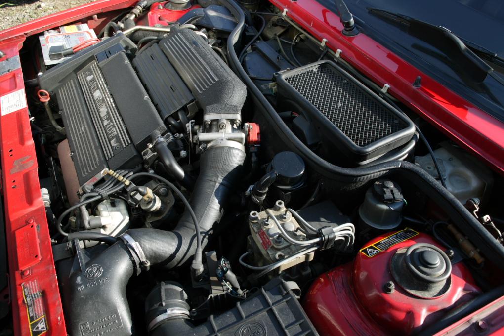 File:Lancia Delta HF Integrale 16V Engine 001.JPG - Wikimedia Commons
