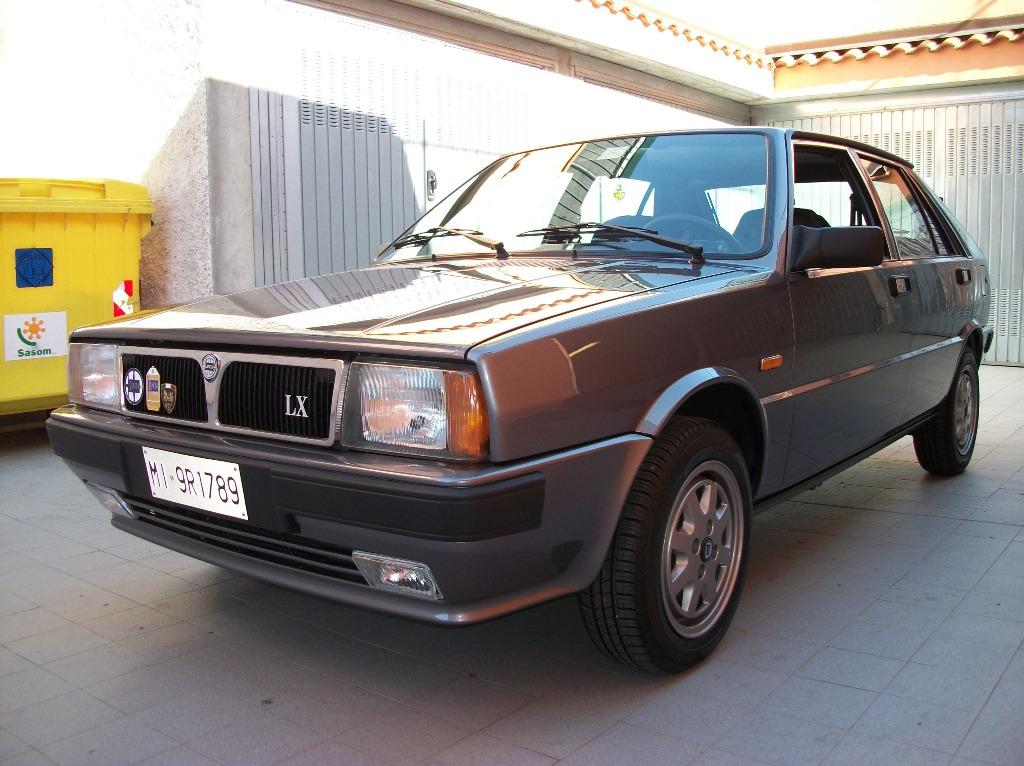 https://upload.wikimedia.org/wikipedia/commons/2/27/Lancia_Delta_LX_3%C2%B0_serie_anno_1990_anteriore.JPG