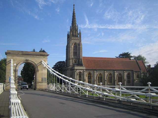 Datei:Marlow Suspension Bridge and All Saints Church - geograph.org.uk - 491400.jpg