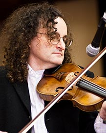 English: Martin Hayes Irish fiddle player play...