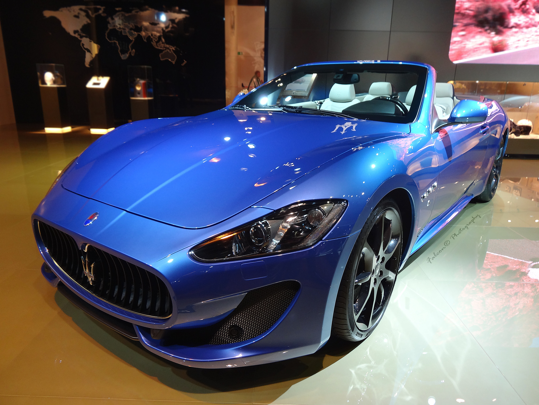 https://upload.wikimedia.org/wikipedia/commons/2/27/Maserati_Grancabrio_Sport_4.7_2013.jpg
