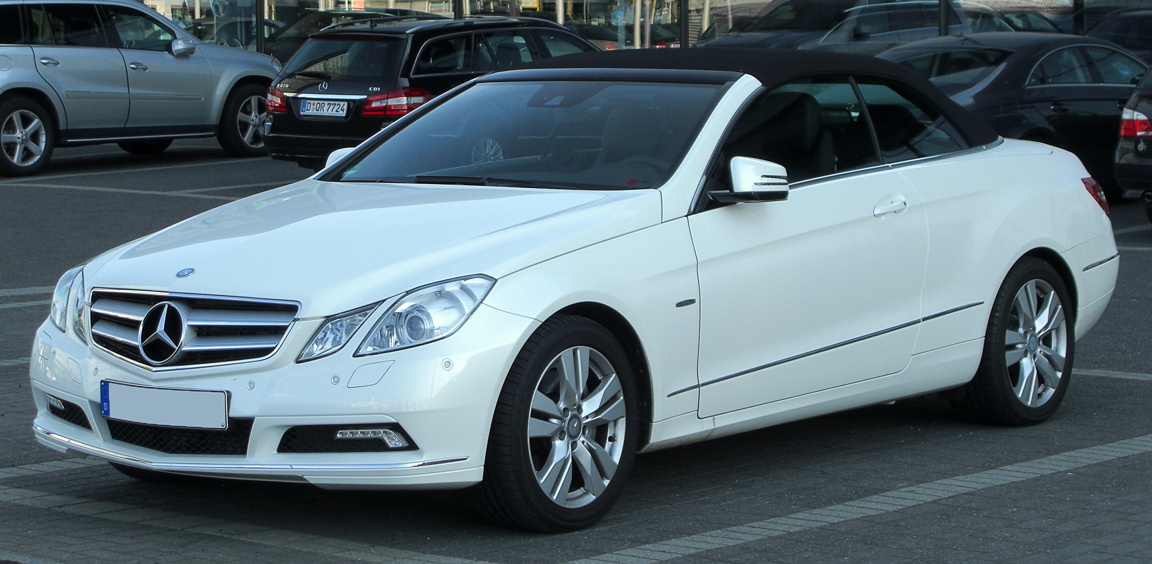 file mercedes e 350 cdi blueefficiency cabriolet a207 front 1 wikimedia commons. Black Bedroom Furniture Sets. Home Design Ideas