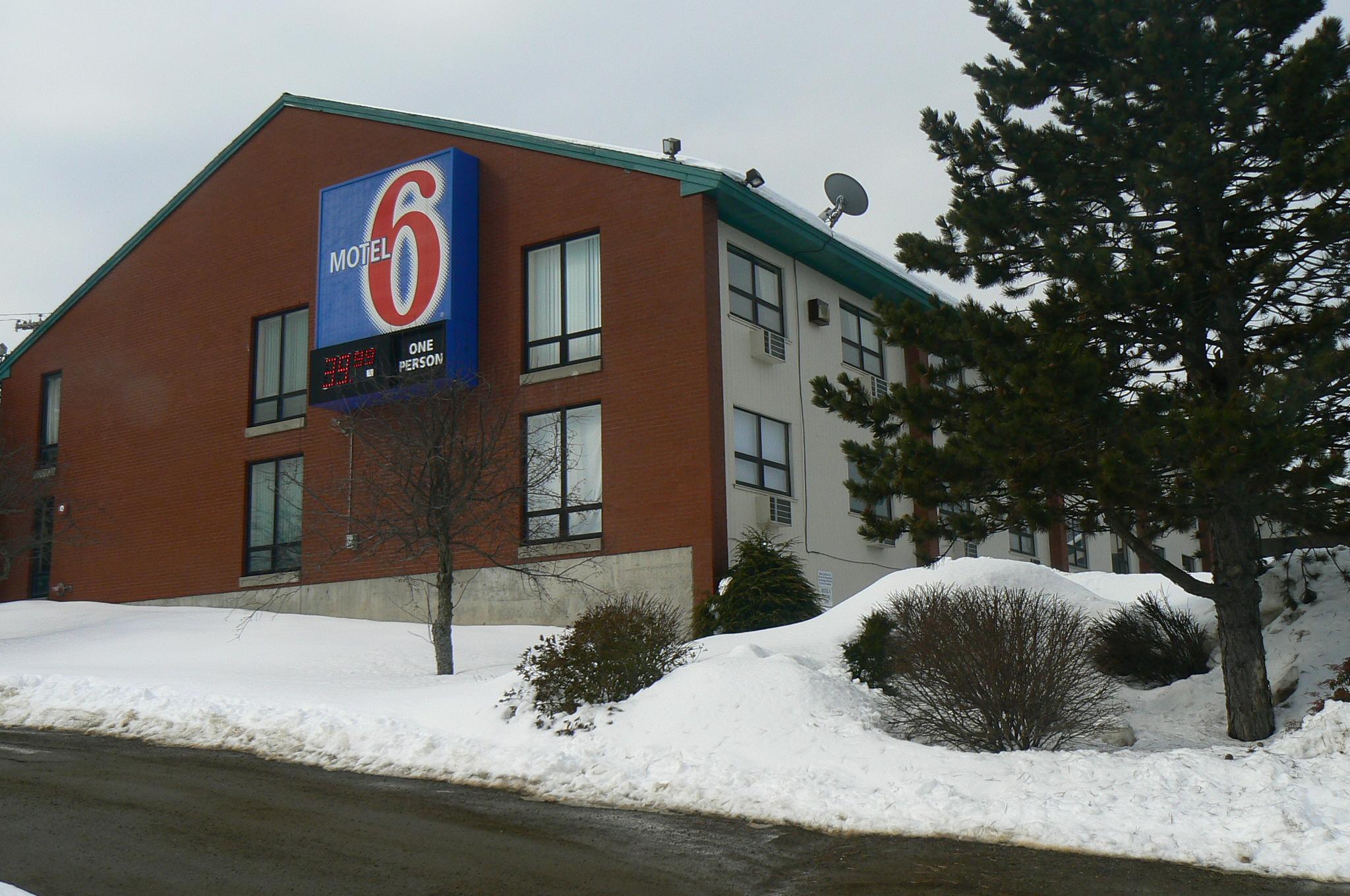 File:Motel 6, Augusta, ME jpg - Wikimedia Commons