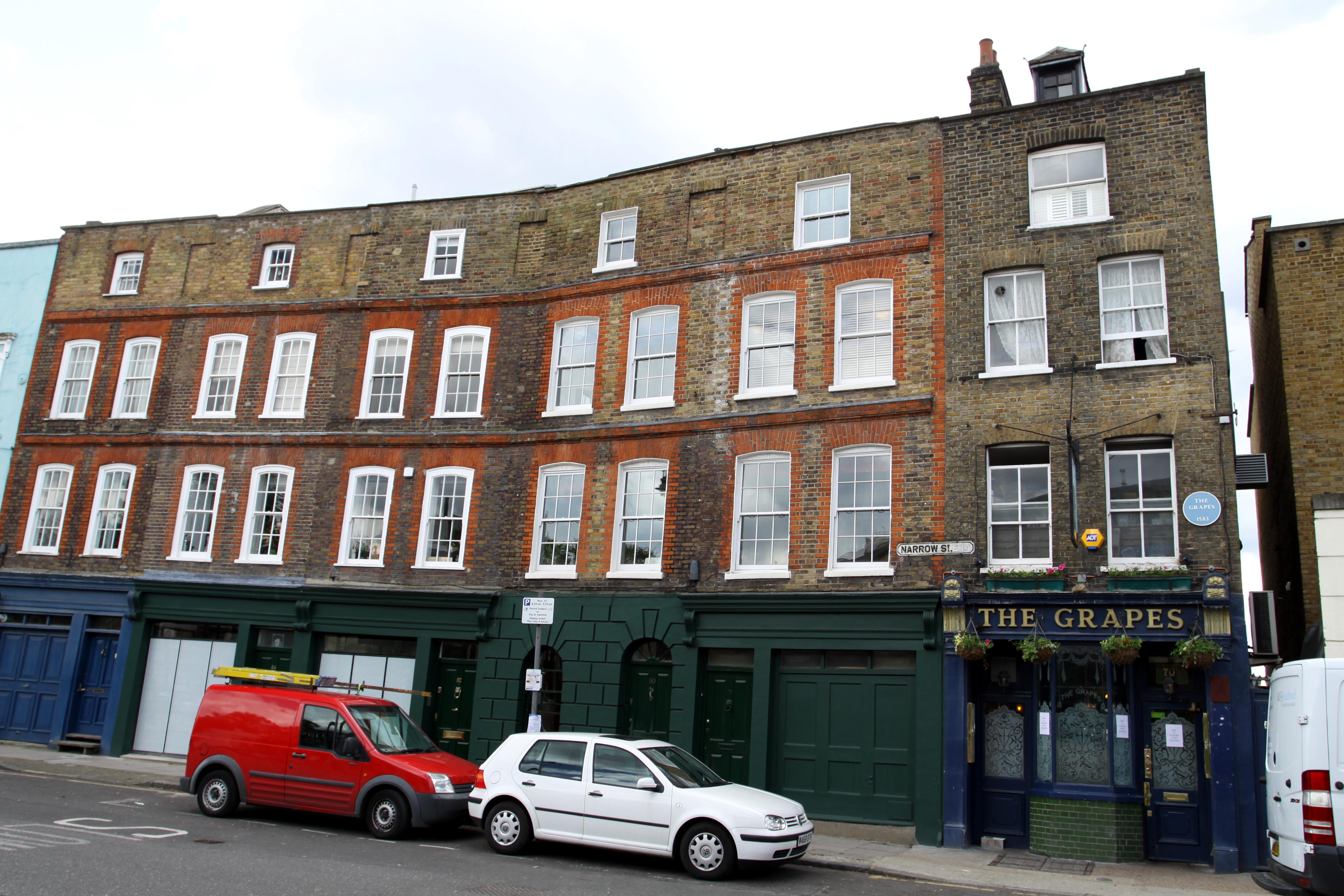 File Narrow Street In London Borough Of Tower Hamlets