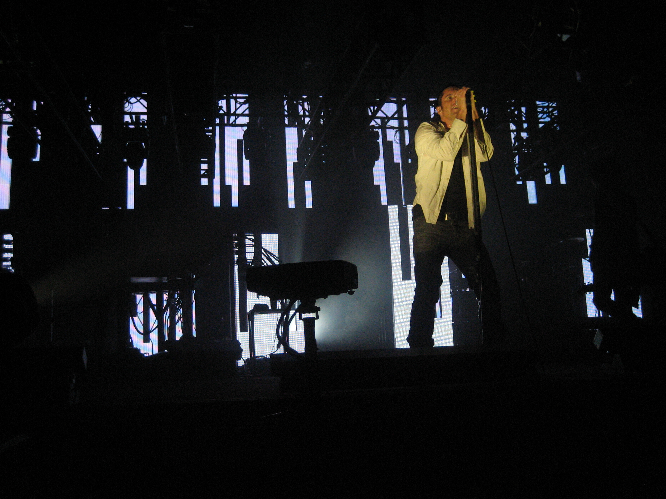 File:Nine Inch Nails Moline 04.jpg - Wikimedia Commons