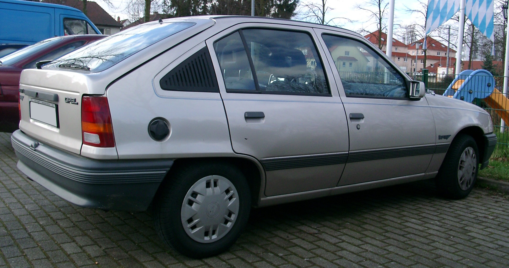 File:Opel Kadett E side.jpg