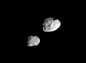Epimetheus (lower left) and Janus (right) seen on March 20, 2006, two months after swapping orbits. The two moons appear close only because of foreshortening; in reality, Janus is about 40,000 km farther from Cassini than Epimetheus.