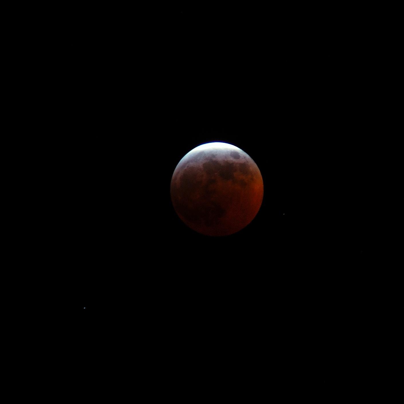 La Luna Roja [Flashback] Photo-Mojo_-_red_moon_%28by%29