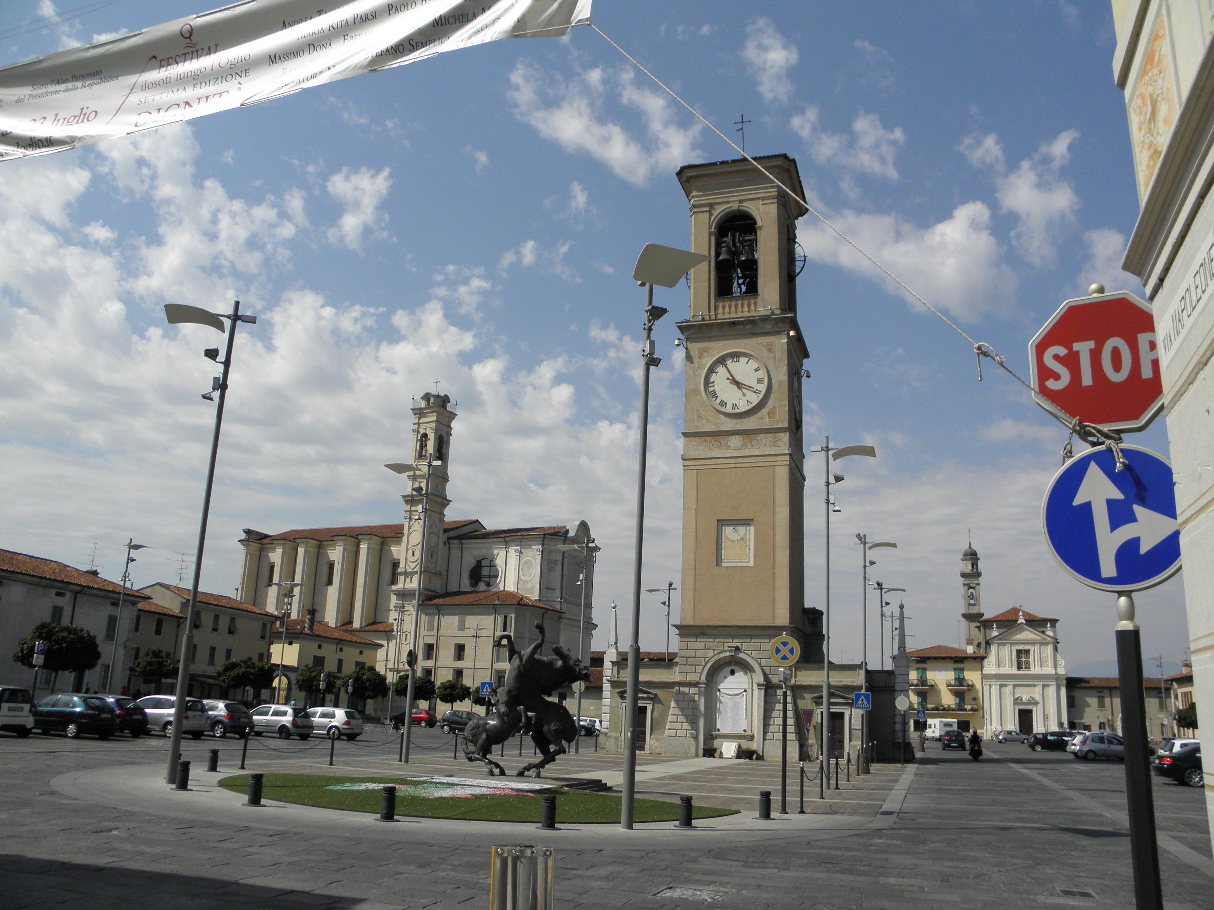File:Piazza Libertà, Torre Civica e Chiesa Santi Pietro e ...