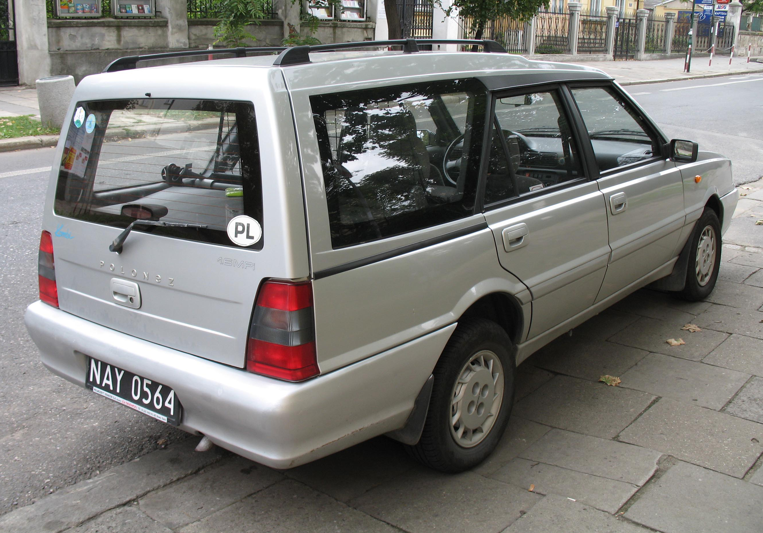 https://upload.wikimedia.org/wikipedia/commons/2/27/Polonez_Kombi_1,6_MPi_back.jpg