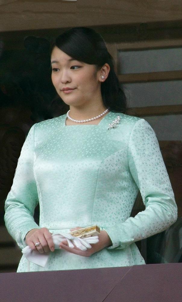 Princess Mako and Princess Kako at the Tokyo Imperial Palace (cropped).jpg