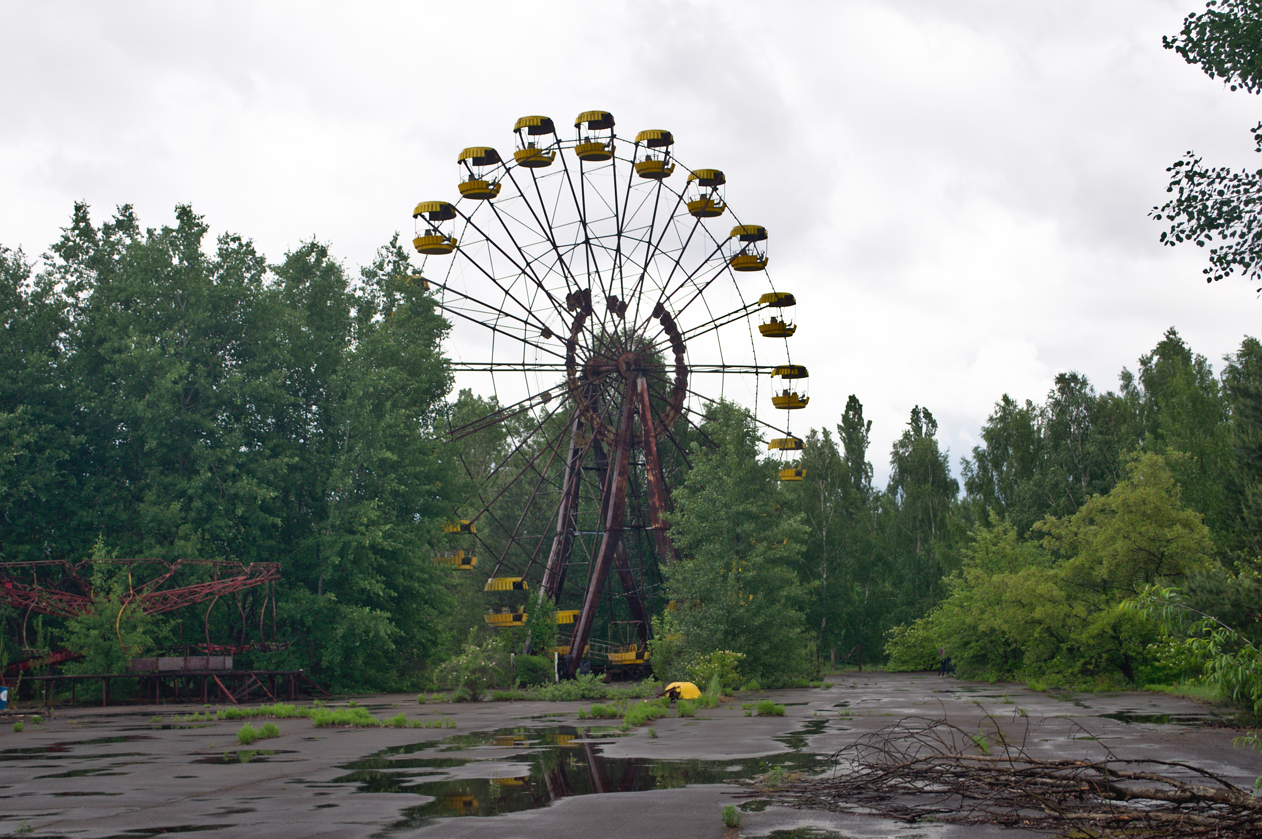 Pripyat_-_amusement_park_01.jpg