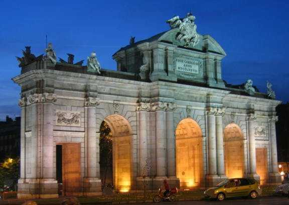 Archivo:Puerta de Alcalá.jpg