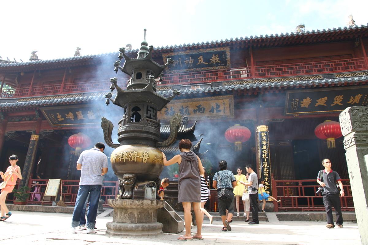Vihara Puji di Gunung Putuo, Zhejiang, Tiongkok