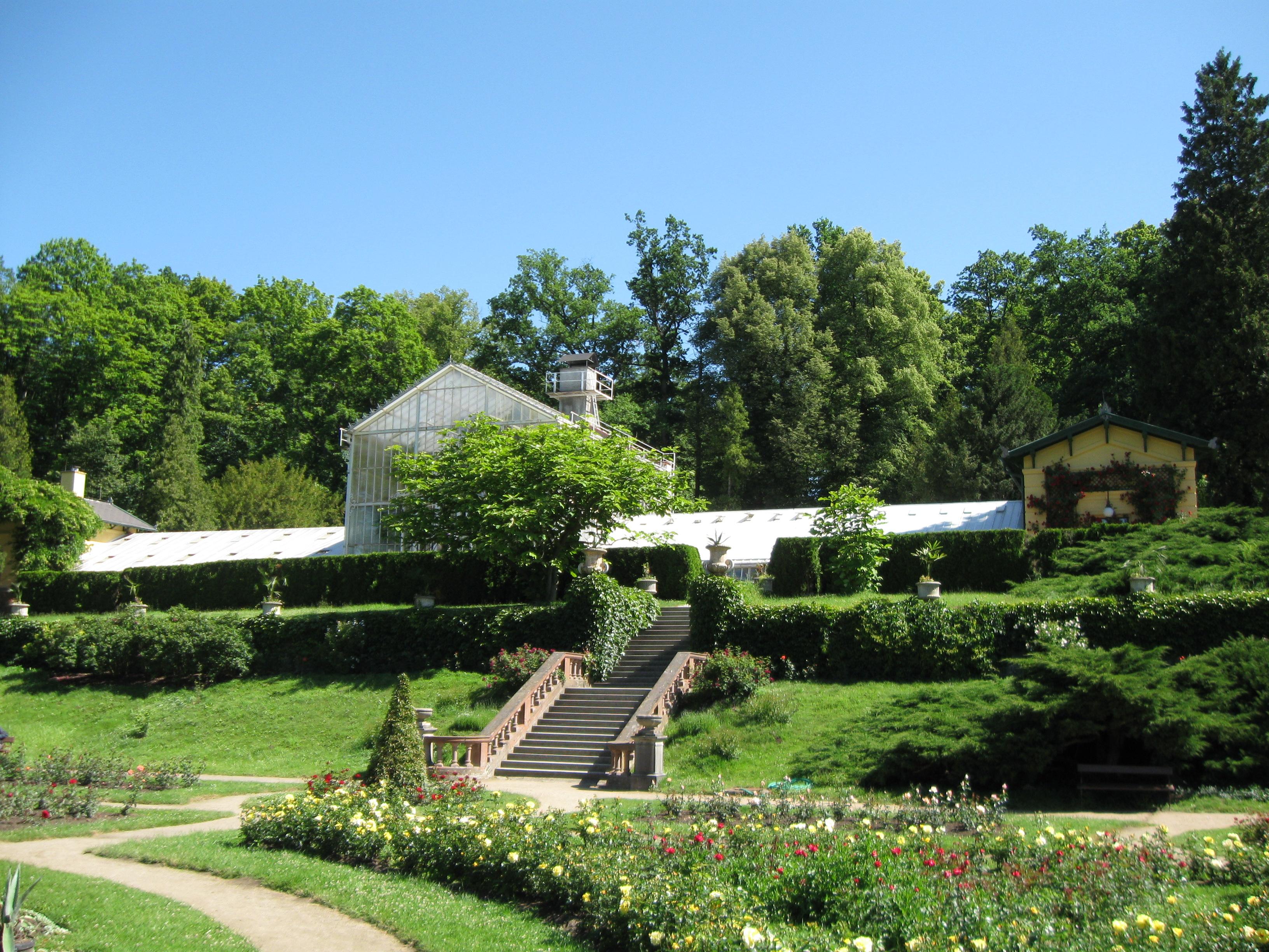 Zahrada ve svahu fotogalerie 76