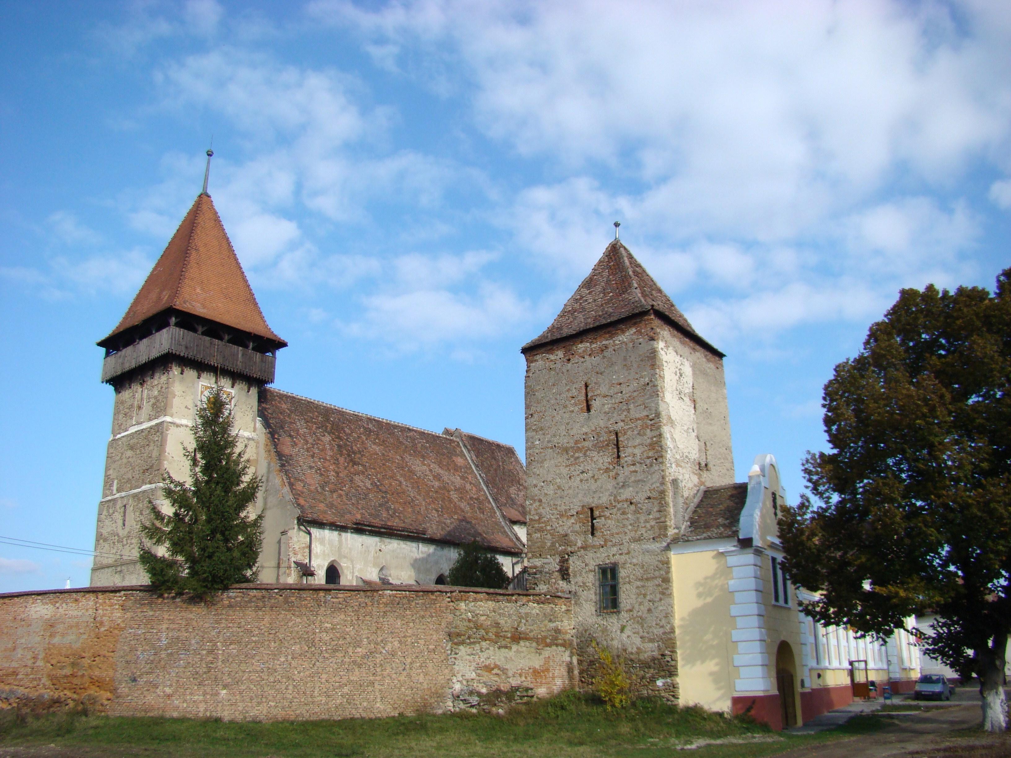 Biserica fortificată din Brateiu