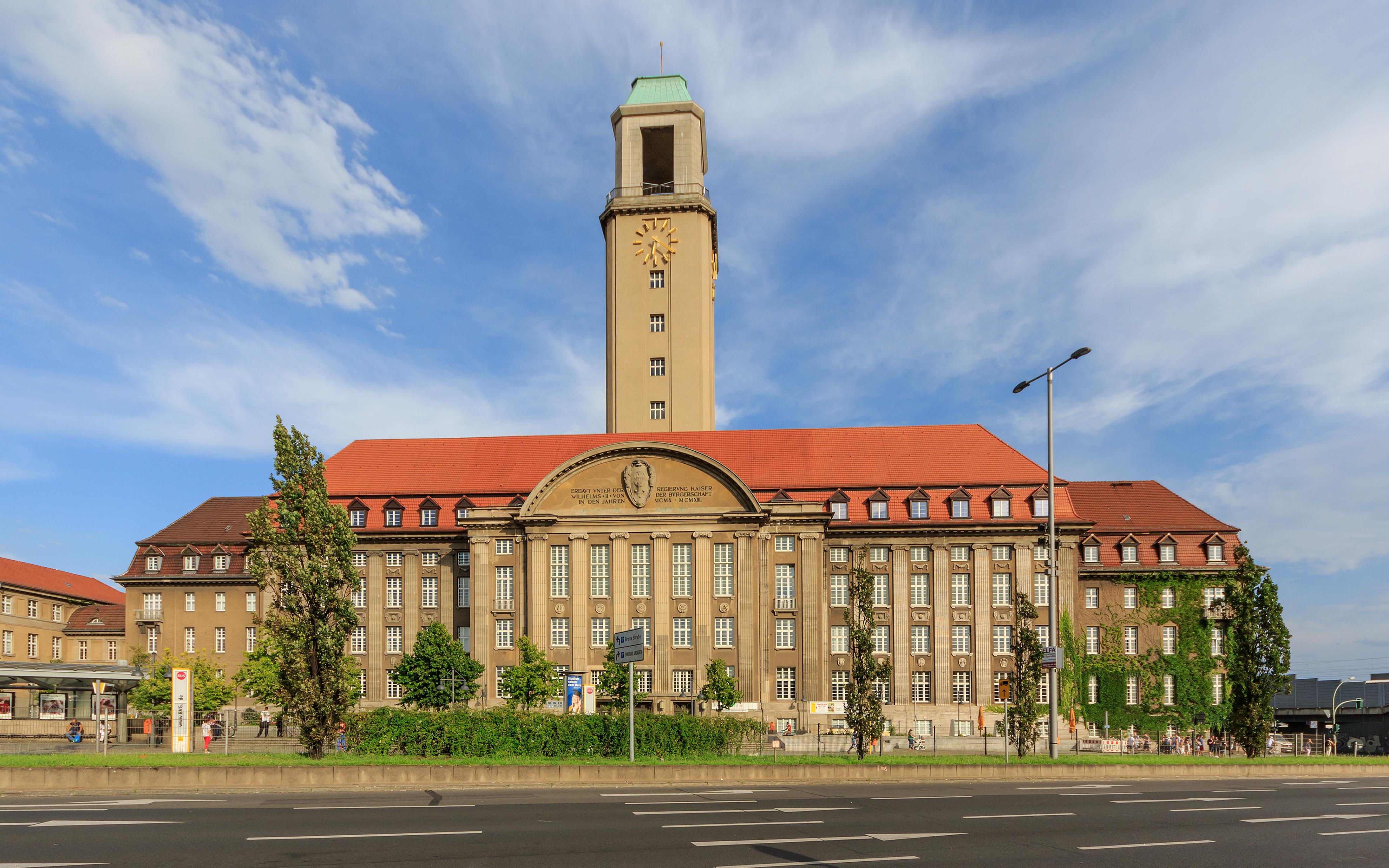 Rathaus Spandau - Wikipedia