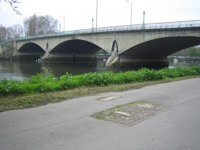 River Thames, Twickenham Bridge - geograph.org.uk - 163767