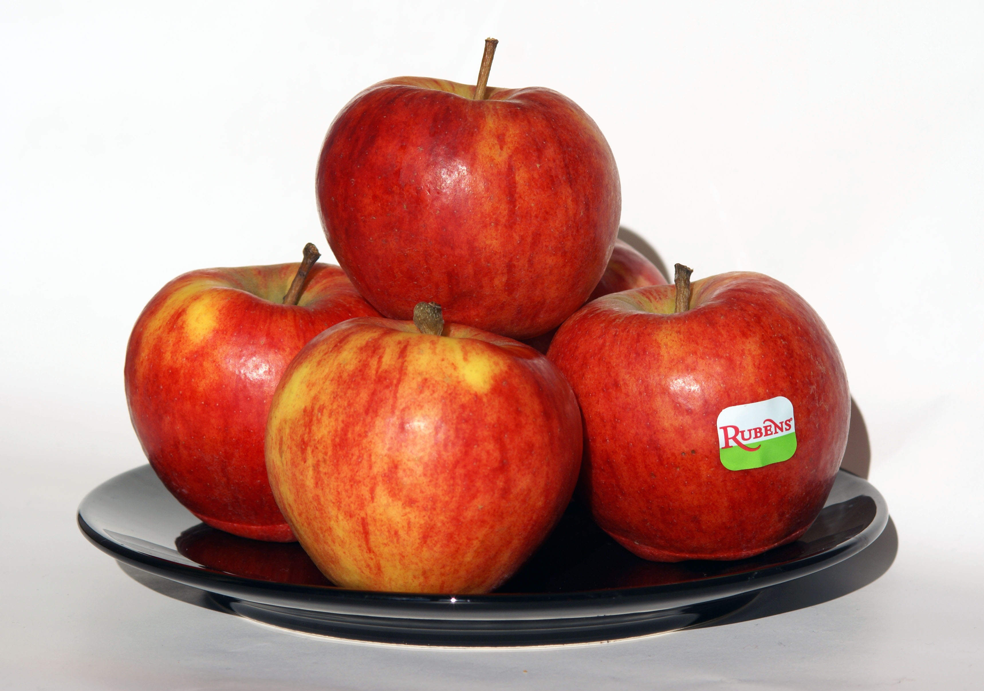 Rubens_apples_on_plate.jpg