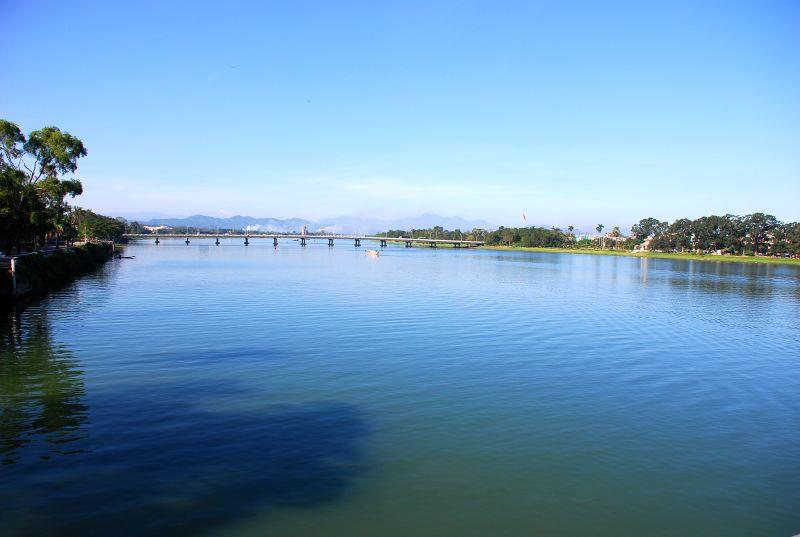 Tập tin:Sông Hương.jpg