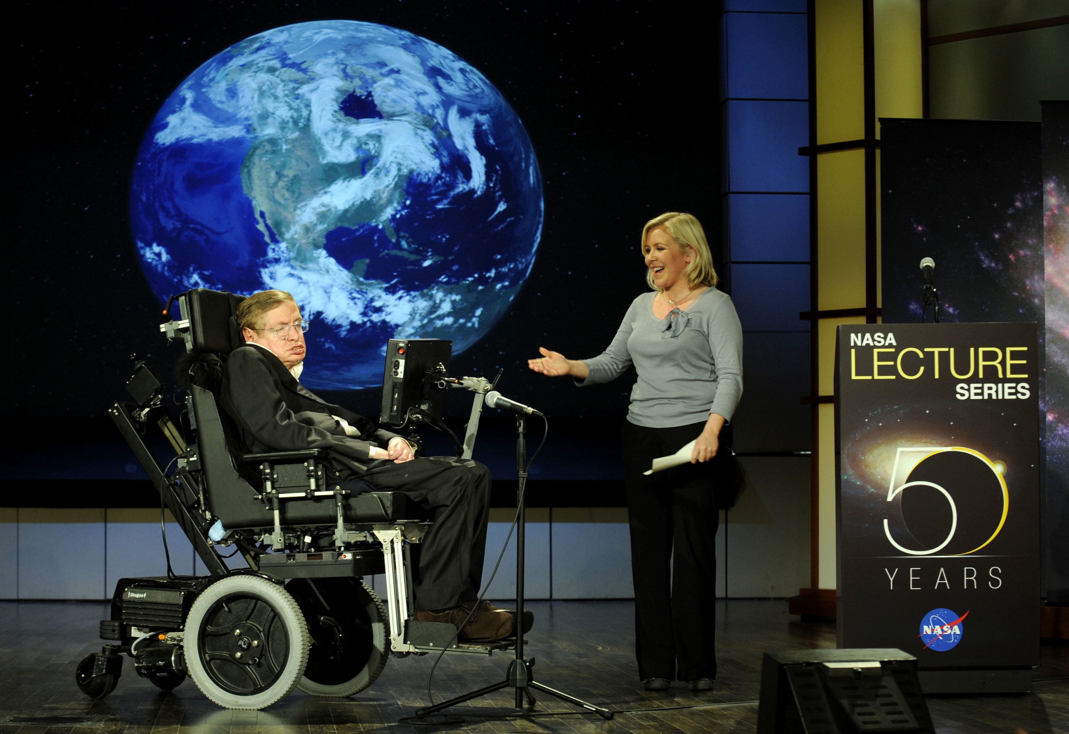 Stephen_hawking_and_lucy_hawking_nasa_20