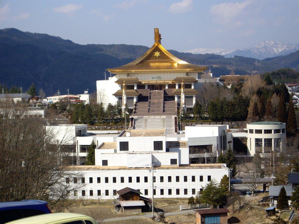 日本 カルト 村