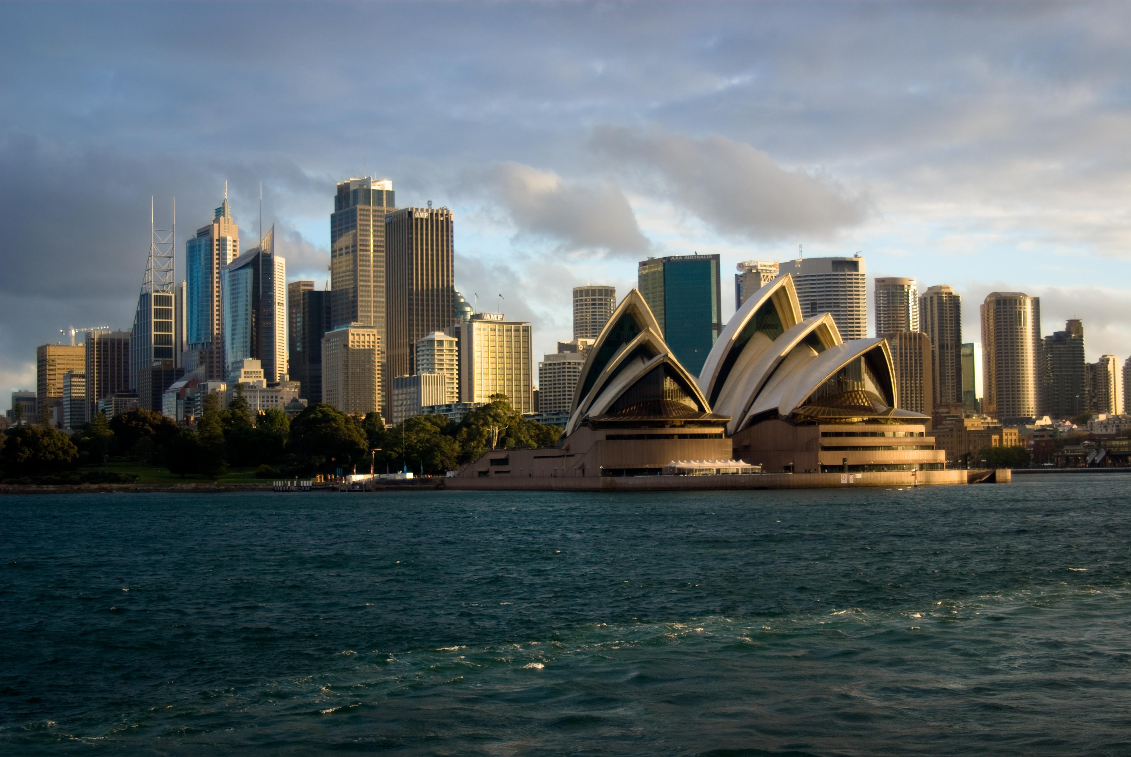 http://upload.wikimedia.org/wikipedia/commons/2/27/Sydney_Opera_House_with_city.jpg