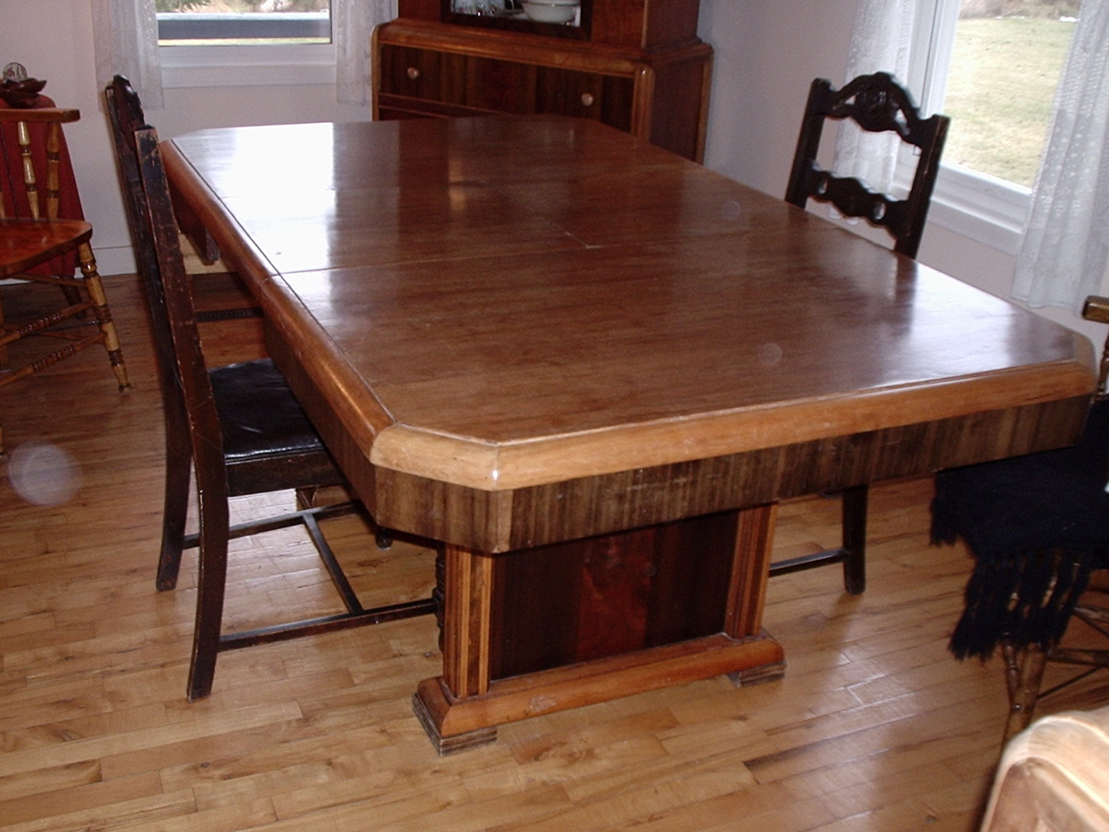 File table de salle wikimedia commons - Table salle a manger wenge ...