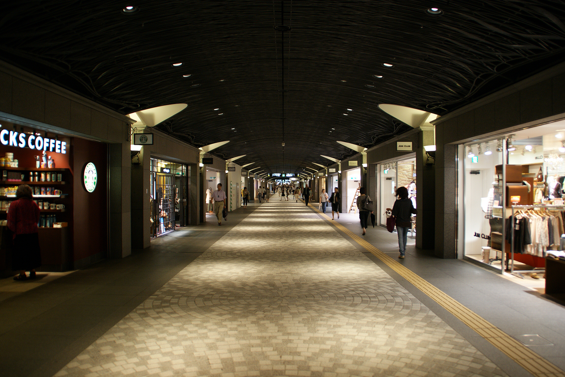 File:Tenjin Chikagai(Tenjin Underground City) - 02.JPG