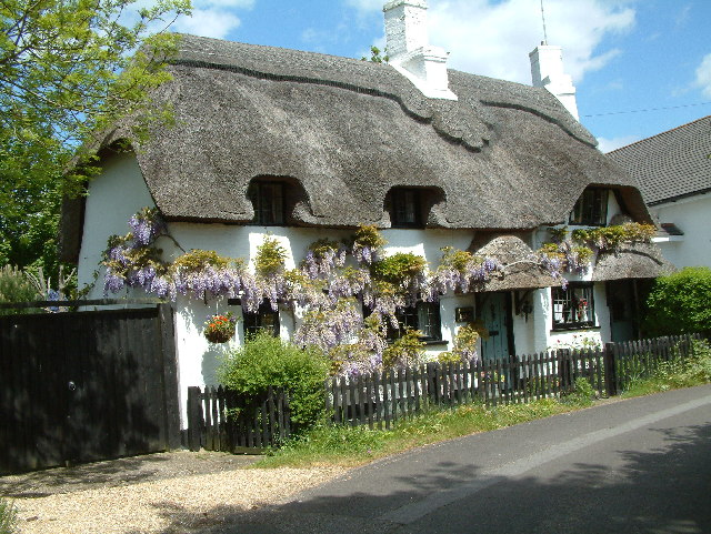 File:Thatched Cottage - geograph.org.uk - 10623.jpg